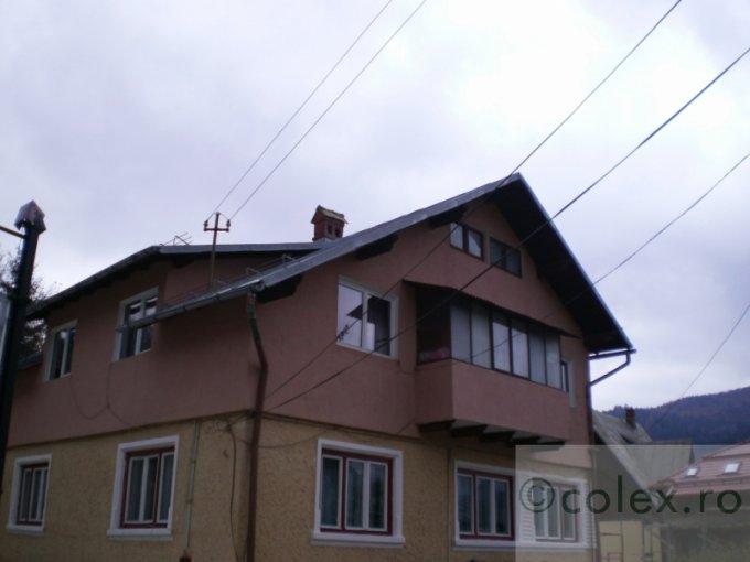 vanzare Apartament Busteni cu 3 camere, cu 1 grup sanitar, suprafata utila 100 mp. Pret: 85.000 euro negociabil.