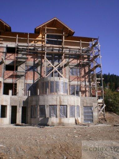 Apartament de vanzare direct de la agentie imobiliara, in Busteni, in zona Zamora, cu 90.000 euro negociabil. 2 grupuri sanitare, suprafata utila 110 mp.