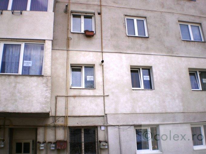 Apartament vanzare Satu Nou cu 3 camere, etajul 1, 2 grupuri sanitare, cu suprafata de 70 mp. Azuga, zona Satu Nou.