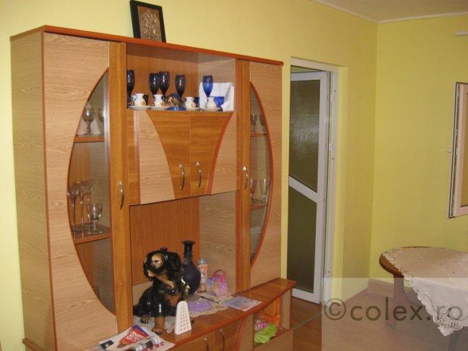 vanzare Apartament Campina cu 3 camere, cu 1 grup sanitar, suprafata utila 40 mp. Pret: 49.000 euro negociabil.