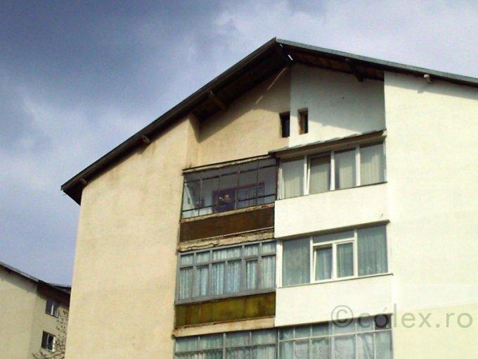 Apartament de vanzare direct de la agentie imobiliara, in Azuga, in zona Semicentral, cu 55.000 euro negociabil. 1 grup sanitar, suprafata utila 48 mp.