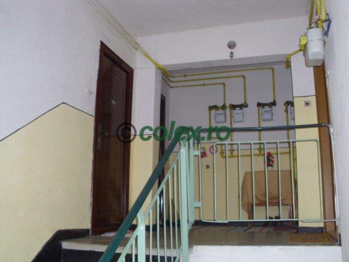 vanzare Apartament Breaza cu 3 camere, cu 1 grup sanitar, suprafata utila 53 mp. Pret: 25.000 euro negociabil.