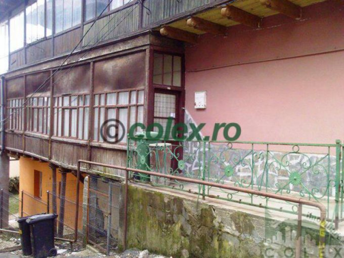 Apartament de vanzare direct de la agentie imobiliara, in Sinaia, in zona Semicentral, cu 50.000 euro negociabil. 2 grupuri sanitare, suprafata utila 74 mp.