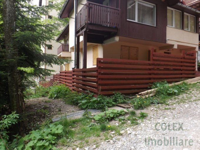 vanzare Apartament Sinaia cu 3 camere, cu 1 grup sanitar, suprafata utila 82 mp. Pret: 75.000 euro negociabil.