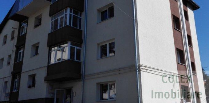 Apartament vanzare Centru cu 3 camere, etajul 1, 2 grupuri sanitare, cu suprafata de 70 mp. Busteni, zona Centru.