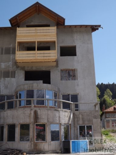 Apartament vanzare Busteni 3 camere, suprafata utila 100 mp, 2 grupuri sanitare. 80.000 euro negociabil. Etajul 1. Apartament Semicentral Busteni  Prahova