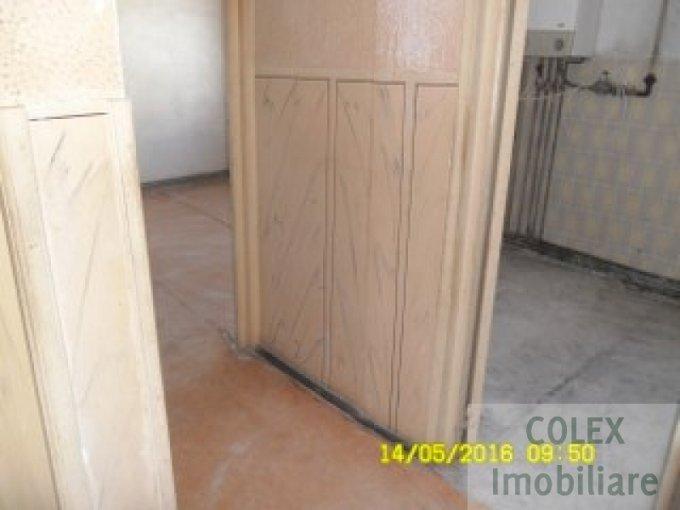vanzare Apartament Breaza cu 3 camere, cu 1 grup sanitar, suprafata utila 48 mp. Pret: 26.000 euro negociabil.