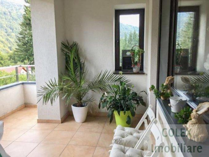 Apartament de vanzare in Sinaia cu 3 camere, cu 2 grupuri sanitare, suprafata utila 88 mp. Pret: 105.000 euro negociabil.