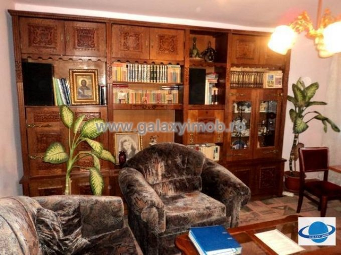 vanzare apartament decomandata, zona Democratiei, orasul Ploiesti, suprafata utila 73.35 mp