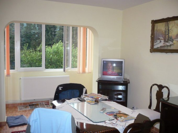 vanzare apartament semidecomandata, zona Sud, orasul Sinaia, suprafata utila 57 mp