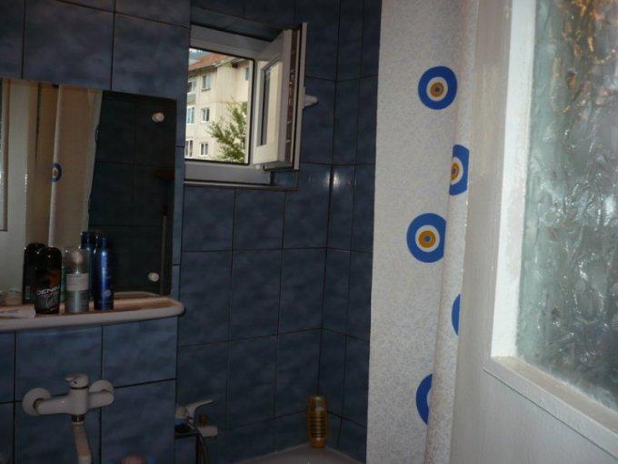 agentie imobiliara vand apartament semidecomandata, in zona Sud, orasul Sinaia