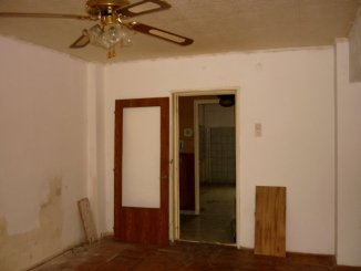 vanzare apartament cu 3 camere, decomandat, in zona Piata Mihai Viteazu, orasul Ploiesti