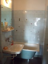 proprietar vand apartament decomandat, in zona Vest, orasul Ploiesti