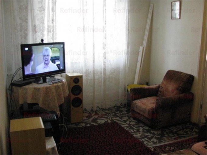 vanzare apartament cu 3 camere, decomandat, in zona Malu Rosu, orasul Ploiesti