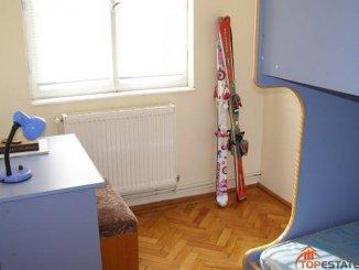 vanzare apartament cu 3 camere, decomandat, in zona Centru, orasul Busteni