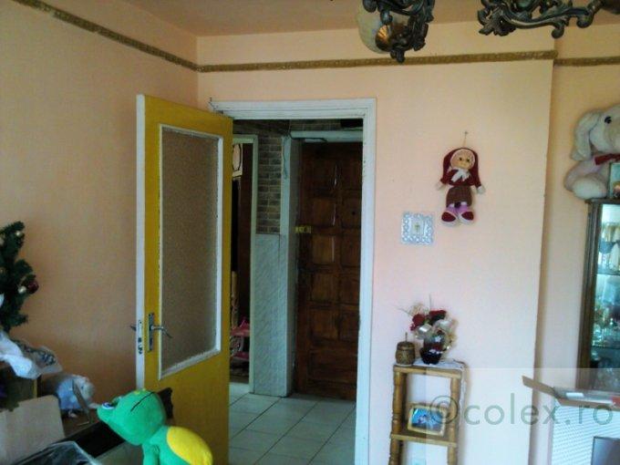 vanzare apartament cu 3 camere, decomandata, orasul Azuga