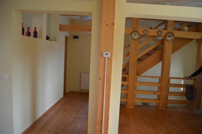 Apartament vanzare Busteni 3 camere, suprafata utila 123 mp, 1 grup sanitar, 2  balcoane. 68.000 euro. Etajul 1. Destinatie: Rezidenta, Vacanta. Apartament Palanca Busteni  Prahova