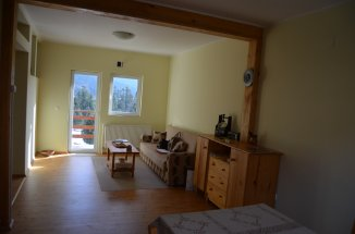 vanzare apartament cu 3 camere, decomandat, in zona Palanca, orasul Busteni