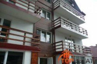 vanzare apartament cu 3 camere, decomandat, in zona Sud-Est, orasul Busteni