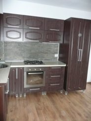 vanzare apartament cu 3 camere, decomandat, in zona Central, orasul Busteni