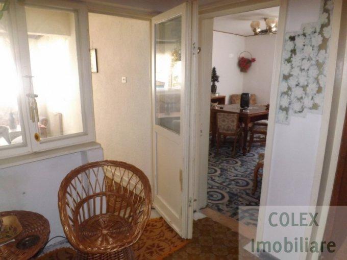 vanzare Apartament Busteni cu 4 camere, cu 1 grup sanitar, suprafata utila 80 mp. Pret: 45.000 euro negociabil.