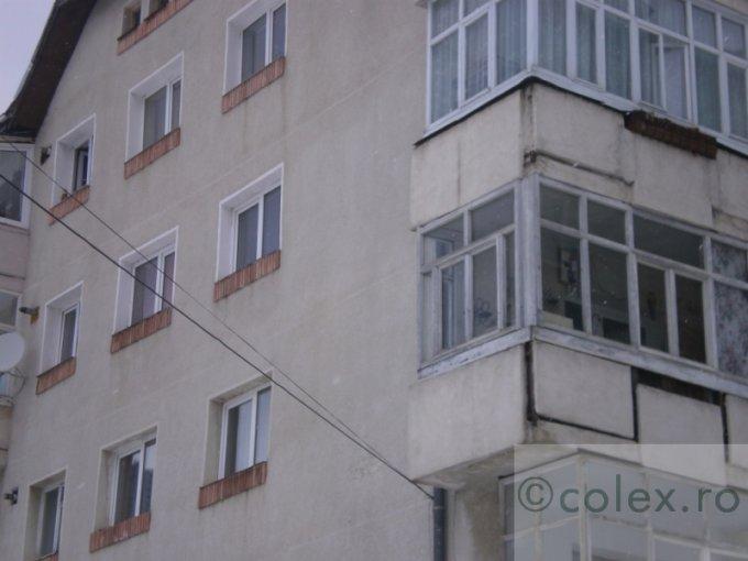Apartament vanzare Centru cu 4 camere, etajul 1, 2 grupuri sanitare, cu suprafata de 71 mp. Azuga, zona Centru.