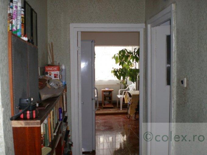 Apartament de vanzare direct de la agentie imobiliara, in Sinaia, in zona Semicentral, cu 60.000 euro negociabil. 2 grupuri sanitare, suprafata utila 82 mp.