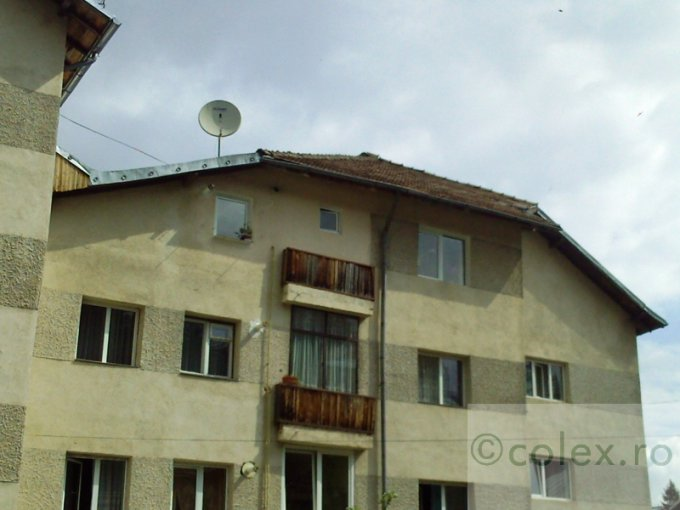 Apartament vanzare Semicentral cu 4 camere, etajul 2, 1 grup sanitar, cu suprafata de 82 mp. Busteni, zona Semicentral.