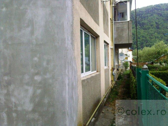 Apartament de vanzare direct de la agentie imobiliara, in Sinaia, in zona Semicentral, cu 80.000 euro negociabil. 2 grupuri sanitare, suprafata utila 77 mp.