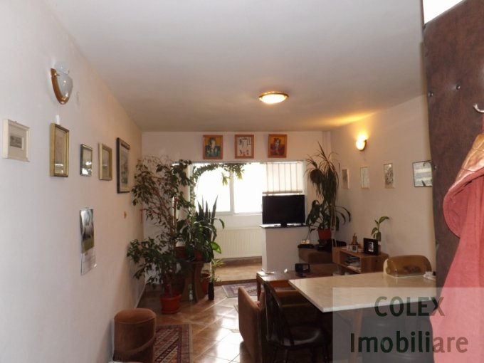 vanzare Apartament Azuga cu 4 camere, cu 1 grup sanitar, suprafata utila 82 mp. Pret: 45.000 euro negociabil.
