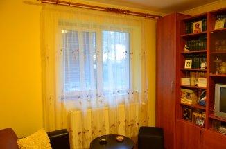 vanzare apartament cu 4 camere, decomandat, in zona Semicentral, orasul Busteni