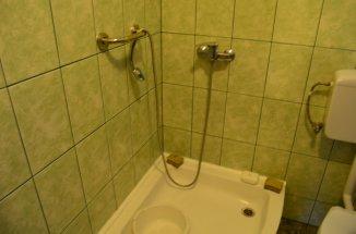 Apartament cu 4 camere de vanzare, confort Lux, zona Semicentral,  Busteni Prahova