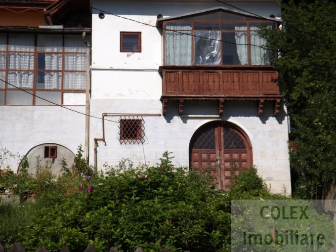Apartament de vanzare in Busteni cu 5 camere, cu 1 grup sanitar, suprafata utila 157 mp. Pret: 40.000 euro negociabil.