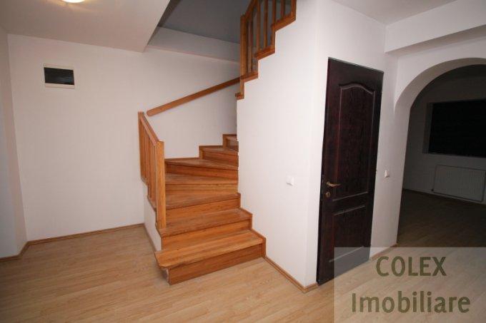 vanzare Apartament Sinaia cu 5 camere, cu 4 grupuri sanitare, suprafata utila 220 mp. Pret: 125.000 euro negociabil.