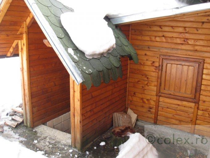 Semicentral Comarnic casa cu 1 camera, 1 grup sanitar, cu suprafata utila de 35 mp, suprafata teren 2200 mp si deschidere de 77 metri. In orasul Comarnic Semicentral.