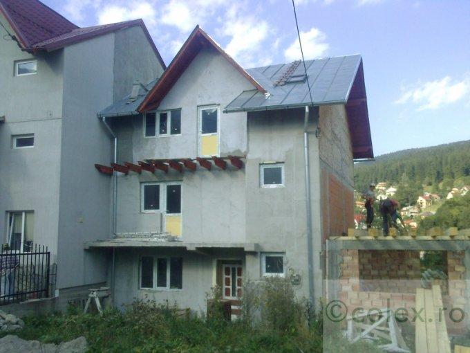 Casa de vanzare in Busteni cu 4 camere, cu 2 grupuri sanitare, suprafata utila 220 mp. Suprafata terenului 140 metri patrati, deschidere 8 metri. Pret: 55.000 euro negociabil. Casa