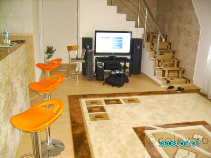 vanzare Casa Comarnic cu 7 camere, cu suprafata utila de 230 mp, 2 grupuri sanitare. 160.000 euro negociabil.. Casa vanzare Semicentral Comarnic  Prahova