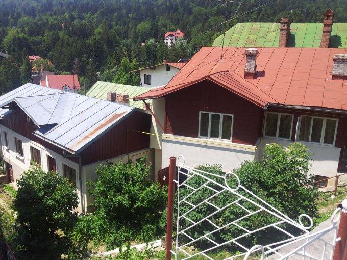 Furnica Sinaia casa cu 7 camere, 1 grup sanitar, cu suprafata utila de 160 mp, suprafata teren 418 mp si deschidere de 20 metri. In orasul Sinaia Furnica.