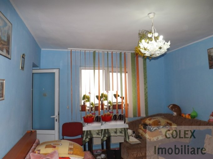 Garsoniera de vanzare in Sinaia, cu 1 grup sanitar, suprafata utila 27 mp. Pret: 25.000 euro negociabil.