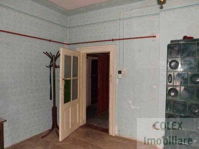 Garsoniera de vanzare in Azuga, cu 1 grup sanitar, suprafata utila 44 mp. Pret: 15.000 euro negociabil.