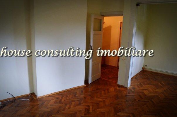 Garsoniera vanzare Centru etajul 2, 1 grup sanitar, cu suprafata de 35 mp. Sinaia, zona Centru.