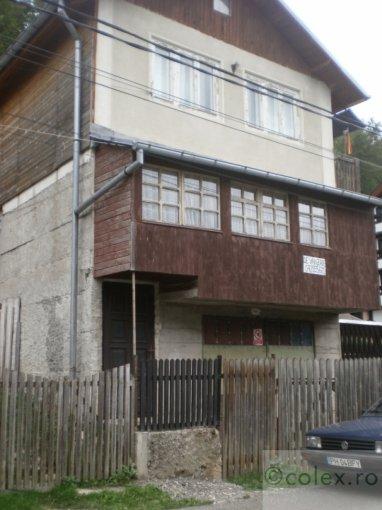 Garsoniera de vanzare direct de la agentie imobiliara, in Busteni, zona Semicentral, cu 29.900 euro negociabil. 1 grup sanitar, suprafata utila 52 mp.