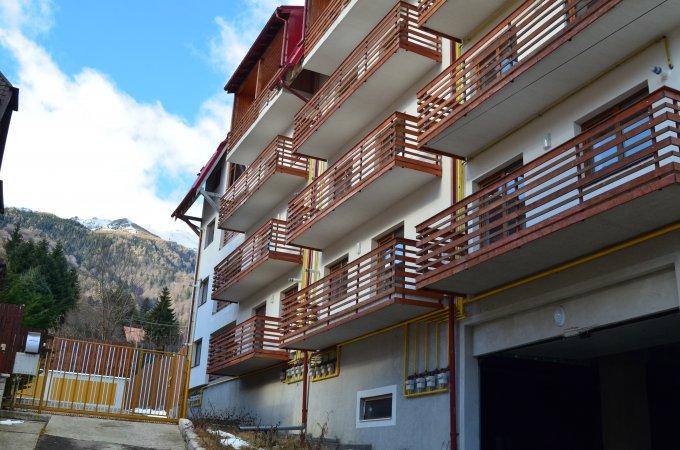 Garsoniera de vanzare direct de la agentie imobiliara, in Sinaia, zona Furnica, cu 37.143 euro. 1  balcon, 1 grup sanitar, suprafata utila 46 mp.
