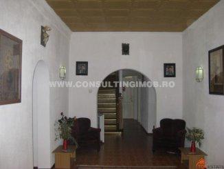 vanzare Pensiune cu 2 etaje, 14 camere, zona Central, orasul Sinaia, suprafata utila 484 mp