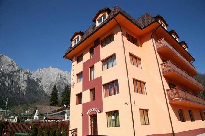 Mini hotel / Pensiune de vanzare, cu 30 dormitoare, 30 camere, cu 30 grupuri sanitare, suprafata utila 2000 mp. Suprafata terenului 1070 metri patrati, deschidere 30 metri. Pret: 1.249.000 euro.