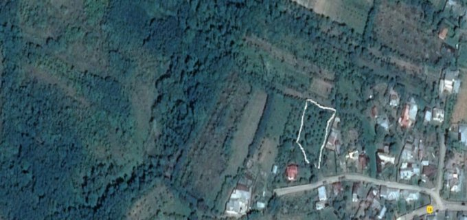 Teren intravilan de vanzare in Fundeni. Suprafata terenului 1200 metri patrati, deschidere 12 metri. Pret: 14.400 euro. Destinatie: Rezidenta, Vacanta, (mini) Hotel / Pensiune.