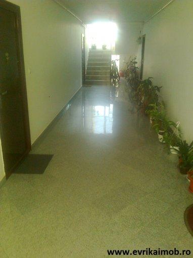 Apartament de vanzare in Sibiu cu 2 camere, cu 1 grup sanitar, suprafata utila 49 mp. Pret: 33.500 euro negociabil.