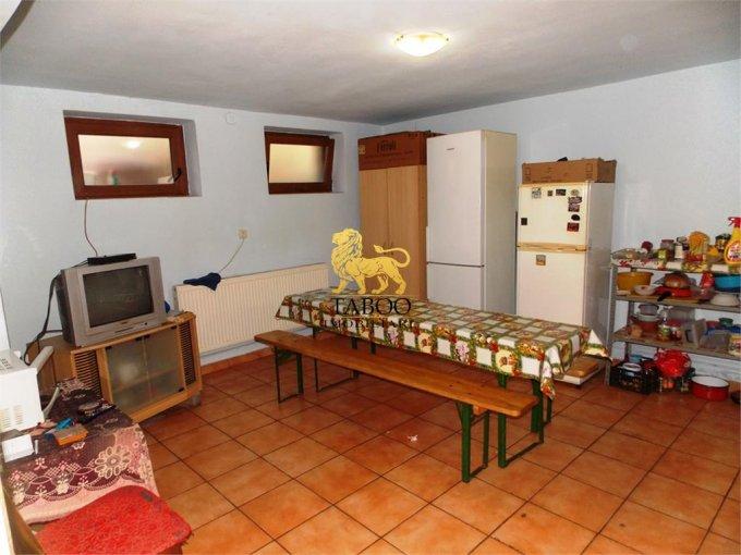 Apartament de vanzare direct de la agentie imobiliara, in Sibiu, cu 49.000 euro. 2 grupuri sanitare, suprafata utila 90 mp.