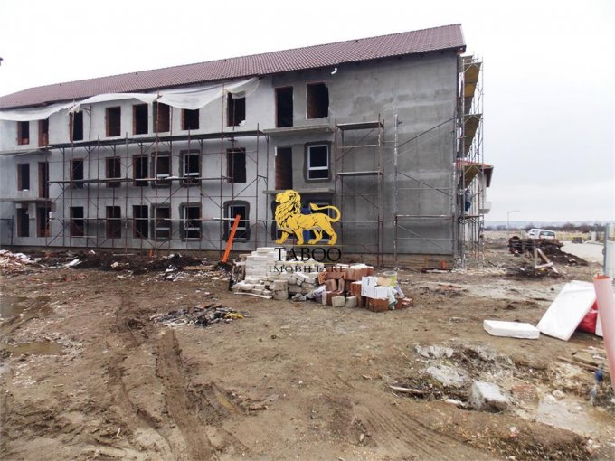 Apartament de vanzare direct de la agentie imobiliara, in Sibiu, in zona Calea Cisnadiei, cu 28.500 euro. 1 grup sanitar, suprafata utila 43 mp.