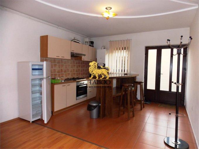 inchiriere Apartament Sibiu cu 2 camere, cu 1 grup sanitar, suprafata utila 50 mp. Pret: 225 euro.
